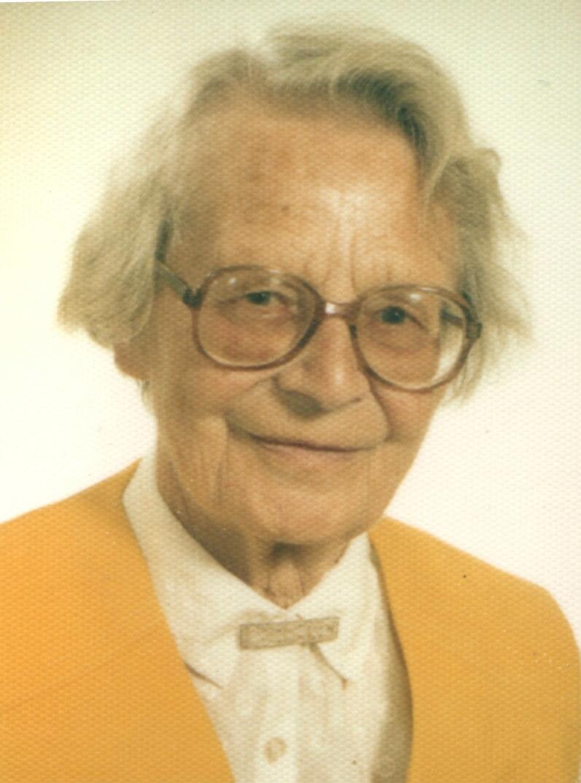 Gerda Voith von Voithenberg - Passbild mit gelber Weste 1990er Jahre