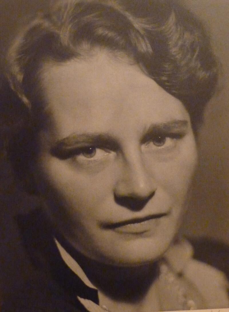 Gerda v. W. Passbild