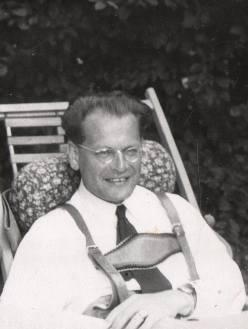 Hans Voith von Voithenberg im Liegestuhl in Grunau