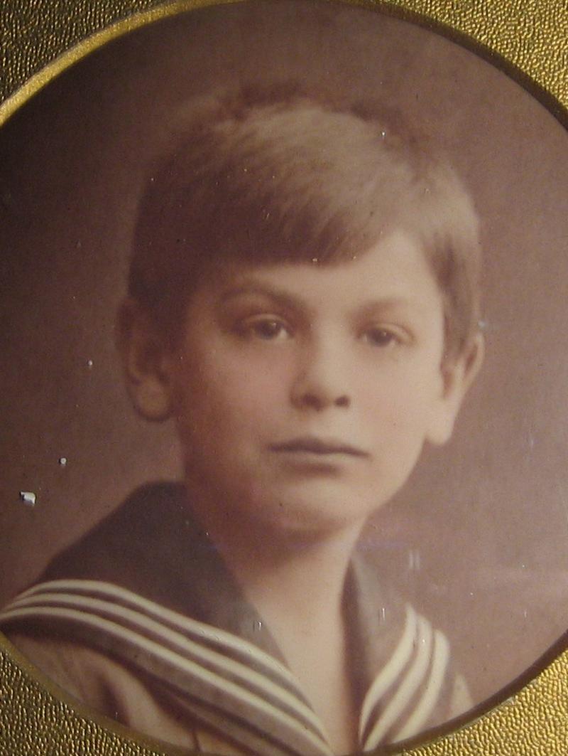 Hans als Kind im Matrosenanzug