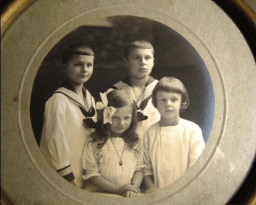 1916 - Gerda v.W. mit ihren älteren Brüdern Joachim, Adalbert und Reiner v.l.