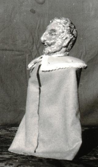 Kasperlfiguren sind von Gerda V.v.V. modelliert und bekleidet worden. Bühnenbilder ebenfalls von Gerda V.v.V.