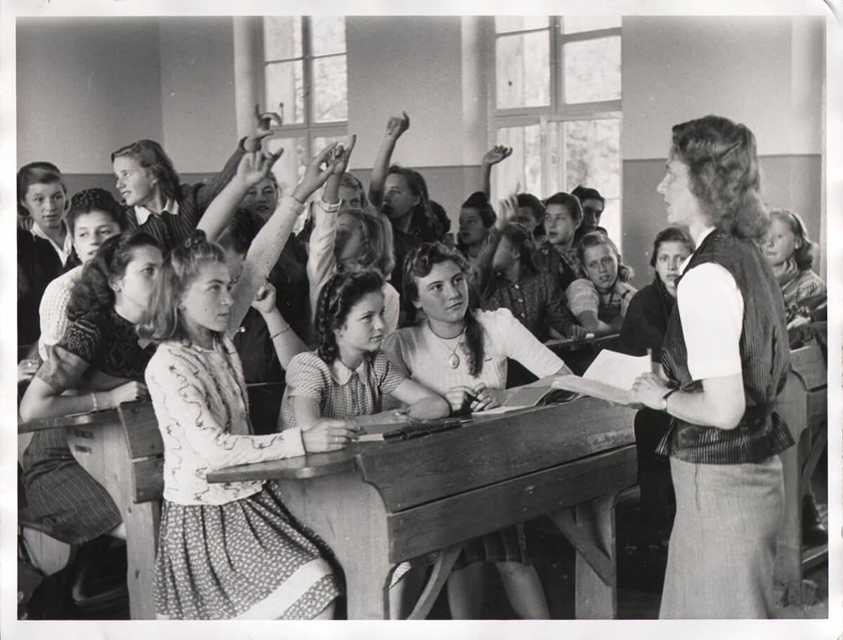 Gerda vor der Klasse, Sept. 1948
