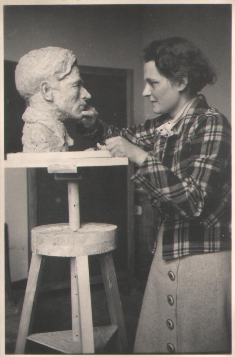 Plastiken 1934-35 von G.v.W Herbert Bortz, ebenfalls Kunstmaler